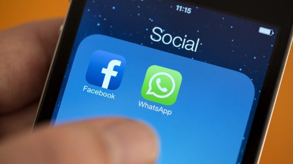 Whats App Facebook